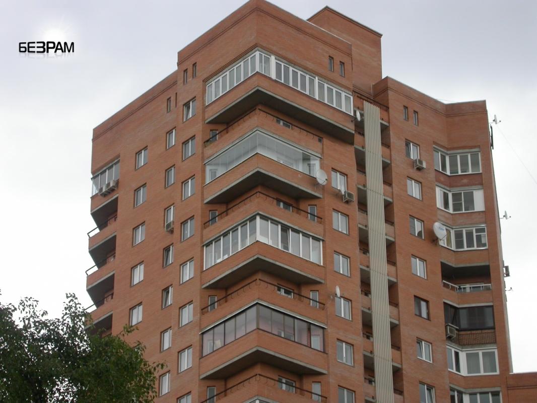 Акристалия от пола до потолка на балконе